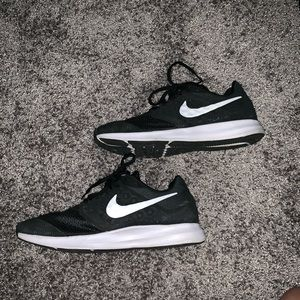 Nike Shoes - Nike running shoes